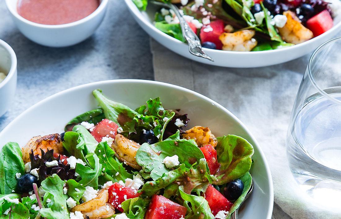 buffet de salades pour un repas fraternel